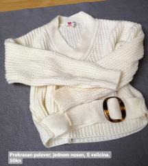 Bijeli pulover