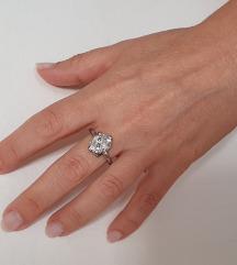 Srebrni kristalni prsten