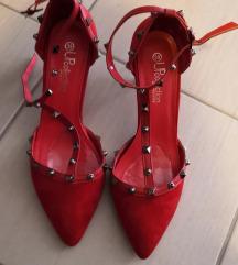 Crvene cipele na petu