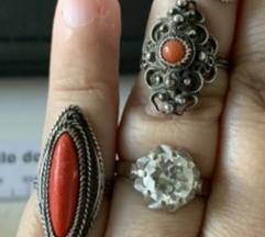 Tri antikna srebrna prstena s koraljem