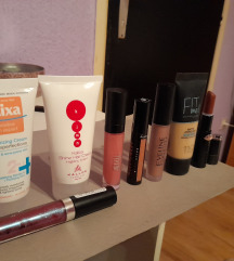 Beauty make up lot + torbica SADA 60kn