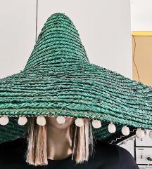 Meksički tamnozeleni sombrero većih dimenzija