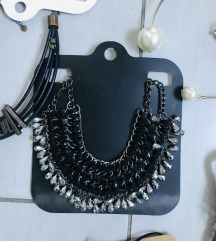 Ogrlice i choekeri 10 ogrlica i 8 vratnih ogrlica