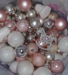 Božićni ukrasi- baloni,svjećice,vijenac,mašna..