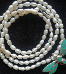Ogrlica od riječnih bisera i srebrnim privjeskom