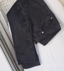 Crne satenske hlače-tajice XS