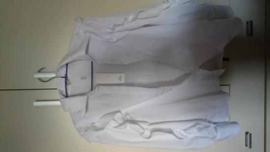 Bijela košulja sa volanima
