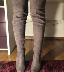 Sive visoke cizmice s potpeticom