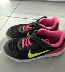 Nike tenisice br. 32