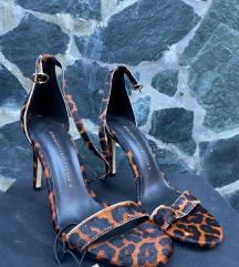 Zara sandale s etiketom