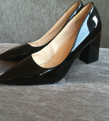 Elegantne lakirane cipele na petu