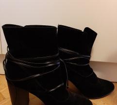 Shoebox nove crne cizme gleznjace