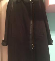Crni dugački kaput