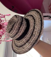 Zara novi šešir