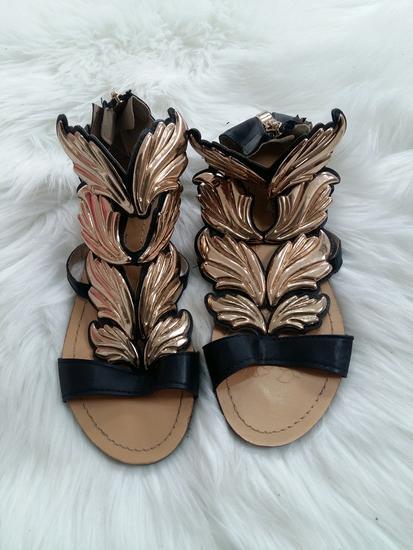 Sandale s krilima