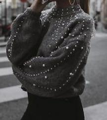 Sivi dzemper sa perlama