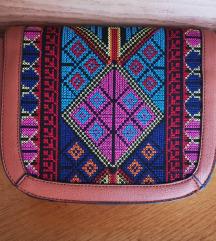 Kožna torbica s uzorkom