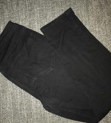 Crne hlače traperice