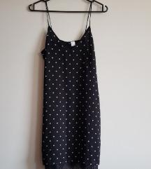 Crna haljinica s bijelim točkicama