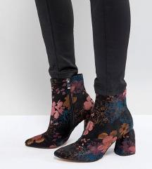 Nove cizme, AKCIJA 150 kn