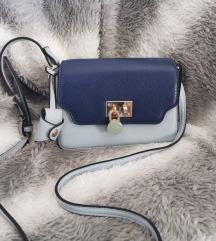 CARPISA  torbica sa bravicom i ključićem