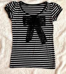 Prugasta majica sa mašnom
