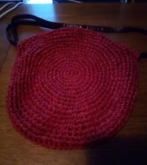 Crvena pletena torba
