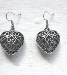 Antiktne naušnice sa srcem