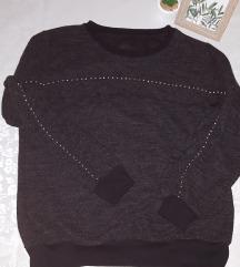 zimska majica s volanima i perlicama