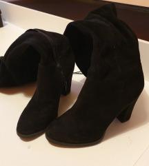 Crne čizme do koljena