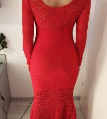 Crvena čipkasta duga haljina