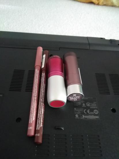 Essence ruzevi i olovke