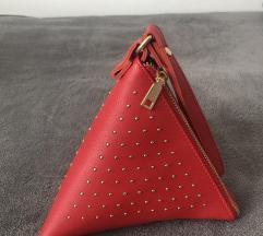 Neobična crvena torbica