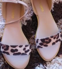 Nove dvoje leopard sandale