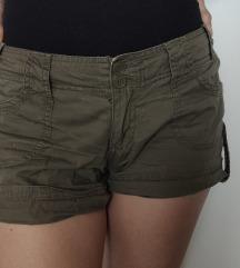 Maslinaste military vruće hlačice