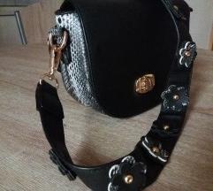 Nova crna torbica sa zmijskim uzorkom