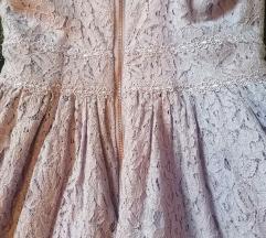 Lila cipkana haljina
