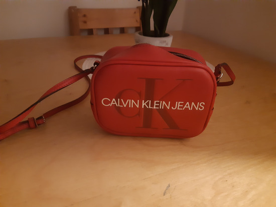 Calvin Klein crvena torbica