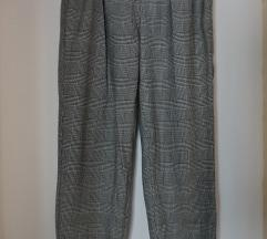Bershka karirane sive hlače
