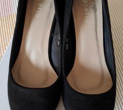Crne cipele od imitacije brušene kože