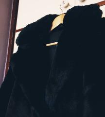 Crni krzneni kaput