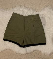 Zara kratke hlače s etiketom
