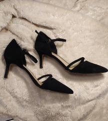 Udobne kožne crne salonke