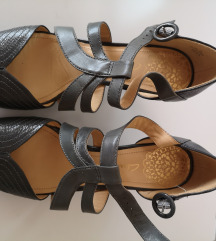 Nove sive clarks sandale 40