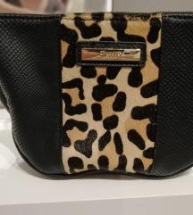 Crno tigrasta torbica oko struka