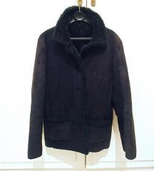 Tamno plava krznena jakna