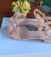 Sandale na mašnice