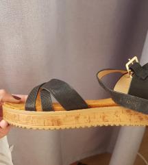 NOVO- Crne sandale