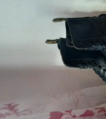 Dr. Martens čizme - uključena poštarina