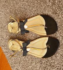 Nove nikad nošene sandale